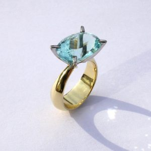 11ct-Brazilian-Aquamarine-set-in-white-gold-claws-on-18ct-gold-shank-2