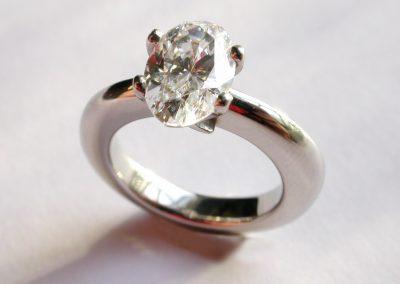 2ct oval cut diamond engagement ring in platinum