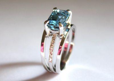 Aquamarine & diamond engagement ring 18ct gold