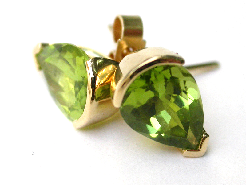 Peridot pear cut set in 18ct gold stud earring from Spicy rock collection